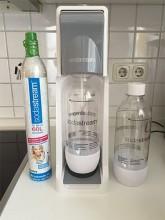 SodaStream-Cool-mit-Zylinder-und-PET-Flasche